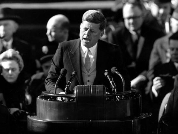 Kennedy toma posse como presidente dos Estados Unidos
