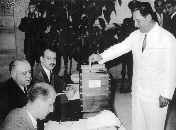 Perón é eleito presidente da Argentina pela 1ª vez