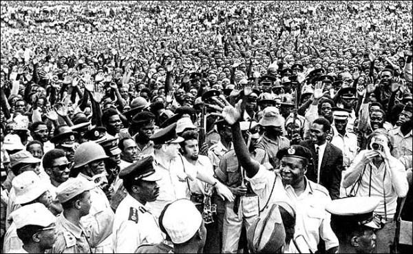 Idi Amin assume o poder em Uganda
