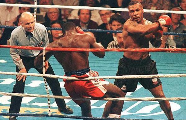 Mike Tyson retoma cinturão dos pesados