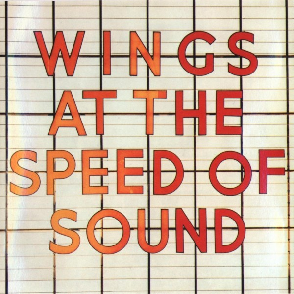 Paul McCartney lança Wings at the Speed of Sound no Reino Unido