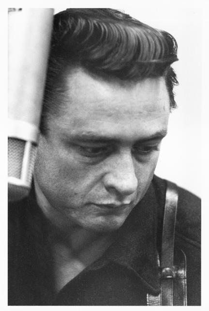 "Johnny Cash grava ""I Walk the Line"""