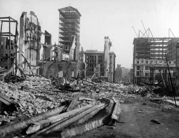 Terremoto destrói a cidade de São Francisco