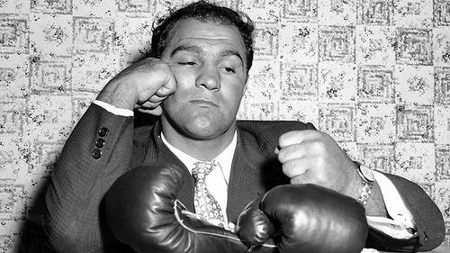Rocky Marciano anuncia aposentadoria do boxe