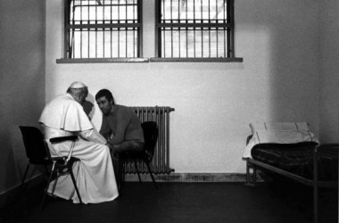 O papa e o o atirador se encontram