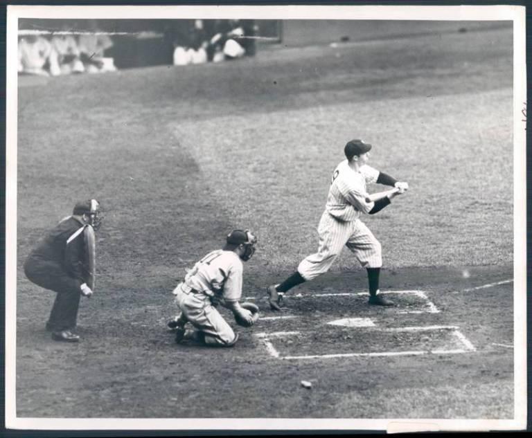 Joe DiMaggio estreia na MLB