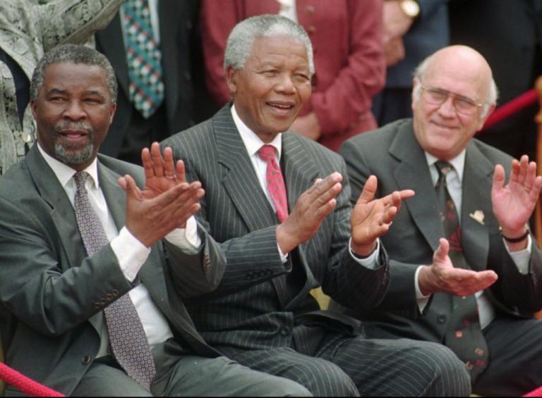 África do Sul aprova nova Constituição