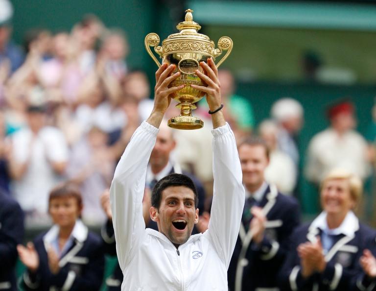 Djokovic vence em Wimbledon e chega ao topo do ranking