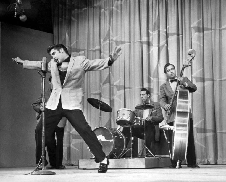 A polêmica (e histórica) performance de Elvis Presley no Milton Berle Show