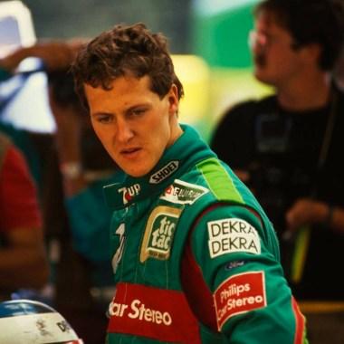 O jovem Michael Schumacher com o uniforme da Jordan