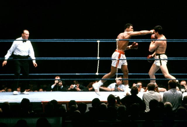 Muhammad Ali vence Karl Mildenberger na Alemanha