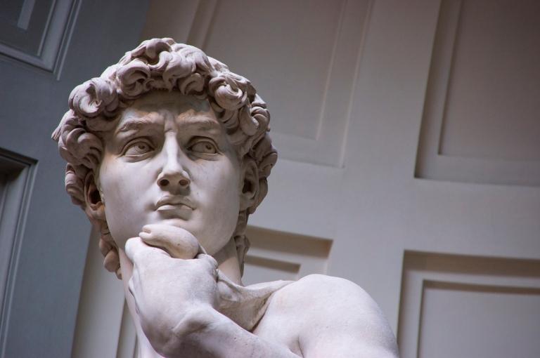 Michelangelo começa a esculpir David em Florença
