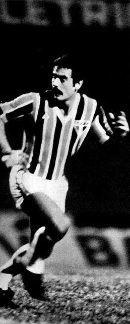 O dia em que Rivellino vestiu a camisa do São Paulo
