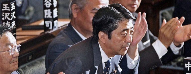 Shinzo Abe é eleito primeiro-ministro do Japão