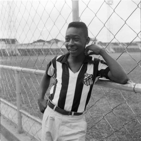 Pelé marca em sua estreia pelo Santos