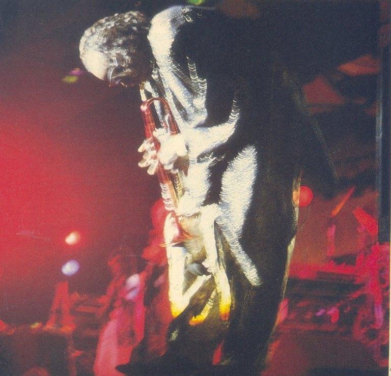 Miles Davis se apresenta pela última vez no Brasil