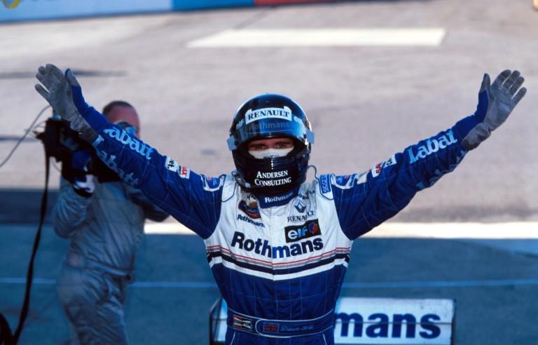 Damon Hill conquista primeiro e único título na Fórmula 1