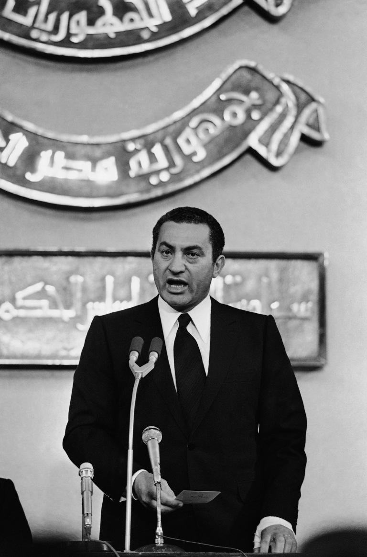 Hosni Mubarak é eleito presidente do Egito