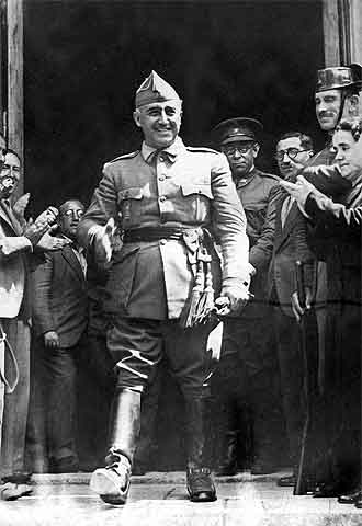 General Francisco Franco é proclamado chefe de estado na Espanha