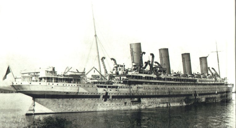 HMHS Britannic afunda no Mar Egeu