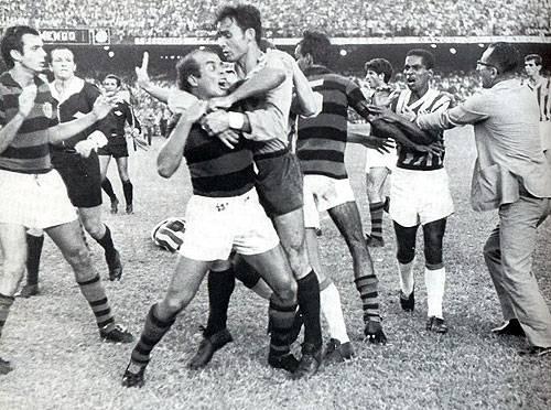"""Em """"tarde de Almir Pernambuquinho"""", Bangu é campeão no Rio"""