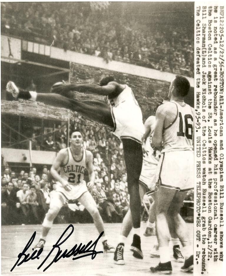 Bill Russell estreia na NBA