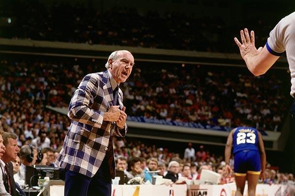 Técnico Jack Ramsay chega a 800ª vitória na NBA