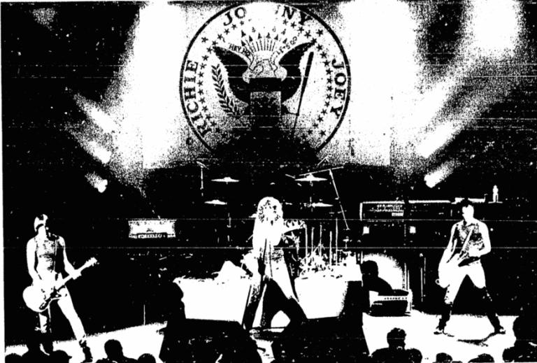 Ramones se apresentam pela primeira vez no Brasil