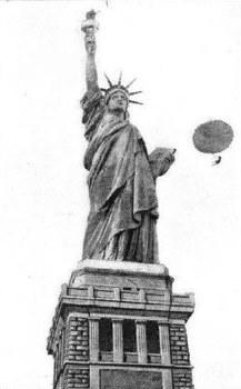 Rodman Law salta de paraquedas do alto da Estátua da Liberdade