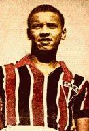 Pelo SPFC, 396 jogos e 18 gols