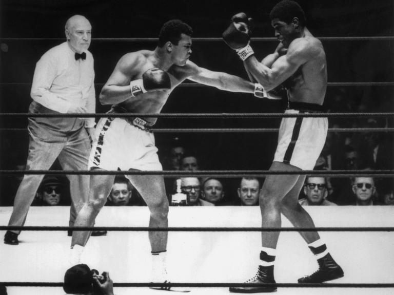 Ali humilha Ernie Terrell e unifica título dos pesados