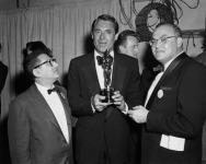 Cary Grant recebeu o prêmio por Ingrid Bergman