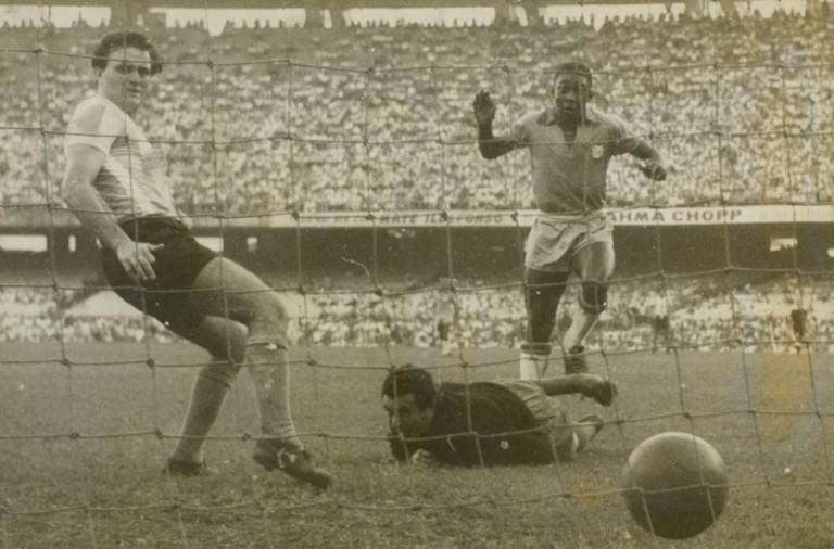 Pelé marca na estreia pela seleção brasileira – efemérides do éfemello 762995d3a6a96